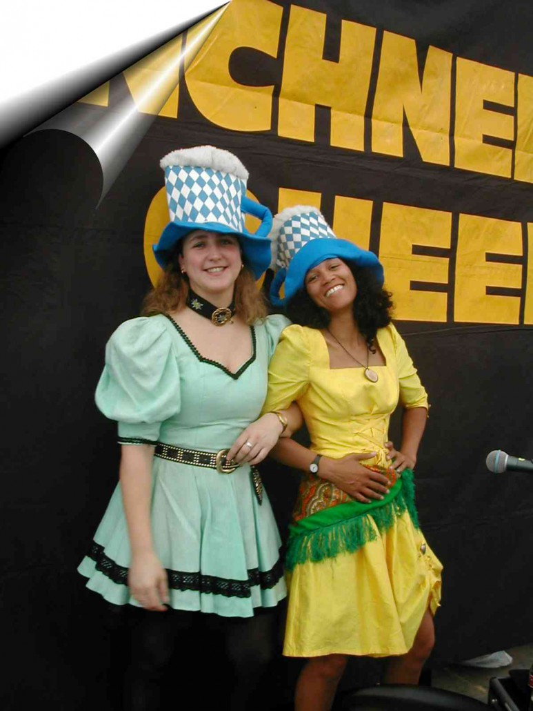 2003 - zwei Münchner Queens mit lusitgen Hüten
