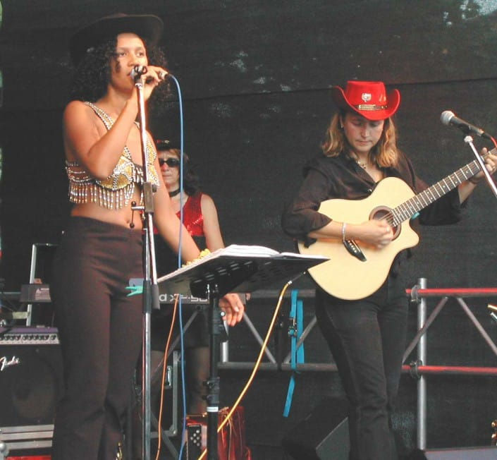 Queens of Heart - Kassel 2003, Akustik-Gitarre & Gesang