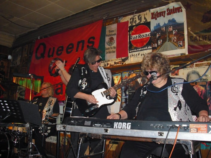 Queen of Hearts 2008, Anita, Gitarre & Daniela, Keyboards